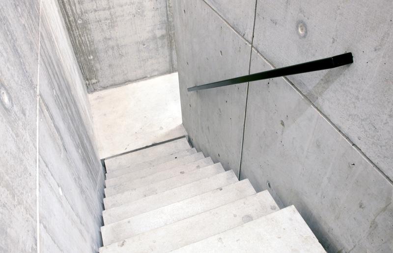 Design trappen realisaties prijs advies design trap plaatsen - Eigentijds trap beton ...