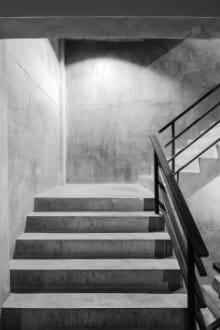 betonnen keldertrap