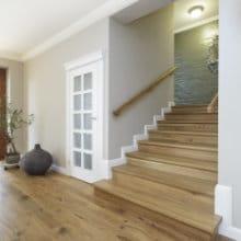 Eiken trap plaatsen voordelen onderhoud en prijs for Houten trap behandelen
