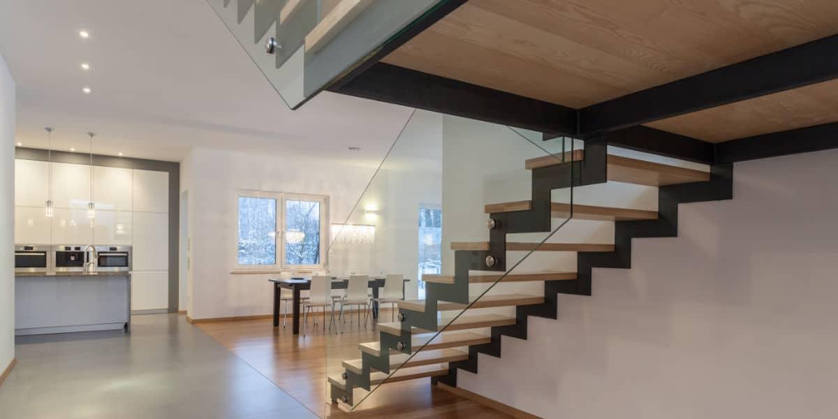houten trap op maat plaatsen